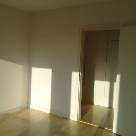 Rent this 2 bed apartment on Olvenstedter Straße 15 in 39108 Magdeburg, Germany