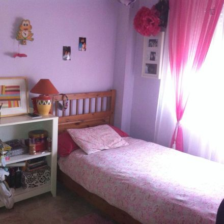 Rent this 4 bed room on Calle Victoria de los Ángeles in 41940 Tomares, Spain