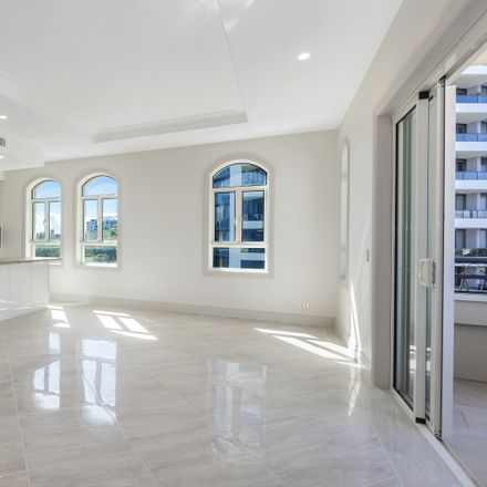 Rent this 3 bed apartment on 20/42-44 Brighton Parade