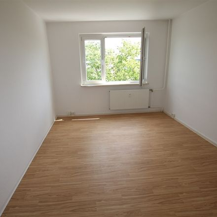 Rent this 3 bed apartment on Zeulenrodaer Straße 20 in 07549 Gera, Germany