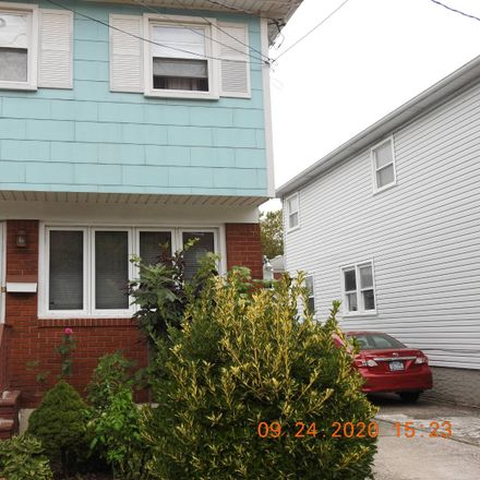 Rent this 3 bed townhouse on 58 Seaver Avenue in New York, NY 10306