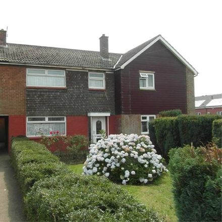 Rent this 3 bed house on Rochester Road Branwell Avenue in Rochester Road, Birstall WF17 9DD
