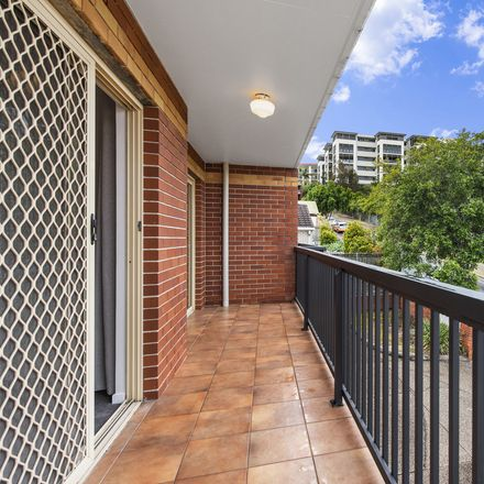 Rent this 2 bed apartment on 4/46 Whytecliffe Street