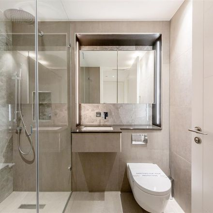 Rent this 2 bed apartment on Kilometre zero plaque in Charing Cross, London