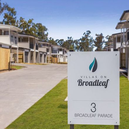 Rent this 3 bed townhouse on 28/3 Broadleaf Parade
