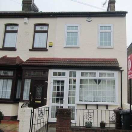 Rent this 3 bed house on Blake Avenue in London IG11 9SD, United Kingdom