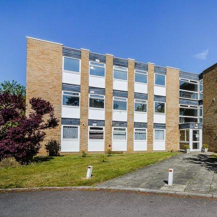 Rent this 2 bed apartment on Berkeley Court in Elmbridge KT13 9HT, United Kingdom