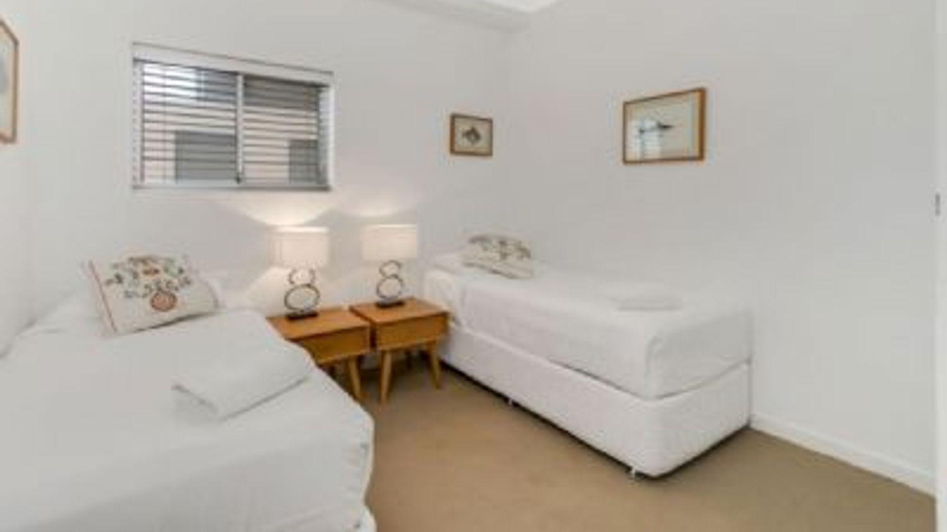 2 Bedroom Apartment At Surf View Ramsgate Avenue North Bondi 2026 Australia 4612359 Rentberry