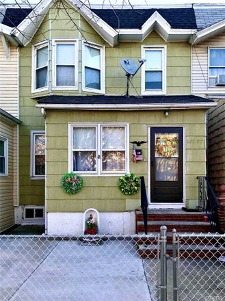 Rent this 3 bed townhouse on 110th St in South Richmond Hill, NY