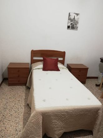 Rent this 3 bed room on Calle Sevilla in 28804 Alcalá de Henares, Madrid