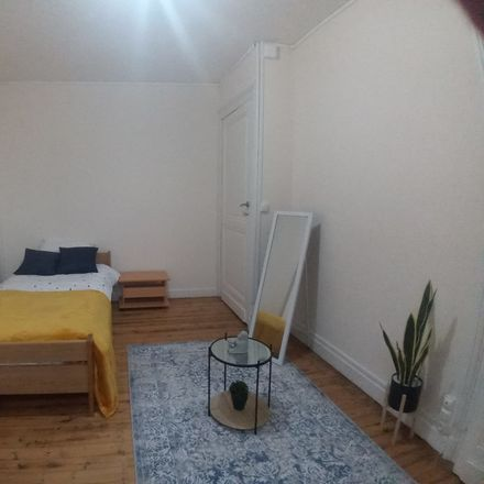 Rent this 4 bed room on Rue Neuve in 6061 Charleroi, Belgique
