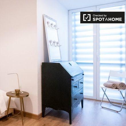 Rent this 3 bed apartment on Calle de Sirio in 54, 28007 Madrid