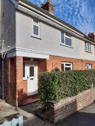 Rent this 3 bed house on Meadow Road in Tonbridge and Malling TN9 2SX, United Kingdom