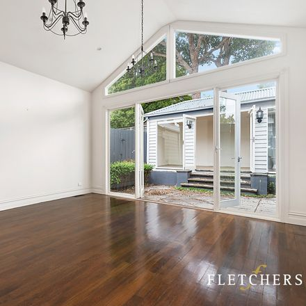 Rent this 3 bed house on 17 Oberon Avenue