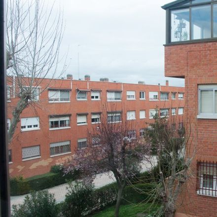 Rent this 8 bed apartment on Colegio Público Antonio Machado in Avenida de Valencia, 28701 San Sebastián de los Reyes