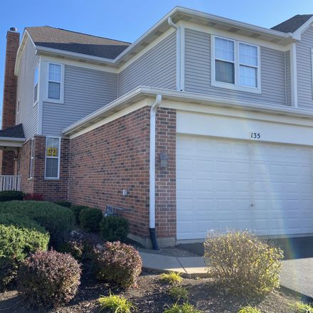 Rent this 3 bed townhouse on 135 Tanglewood Drive in Glen Ellyn, IL 60137