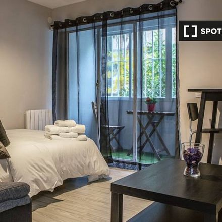 Rent this 3 bed apartment on Calle de Mataró in 28001 Madrid, Spain