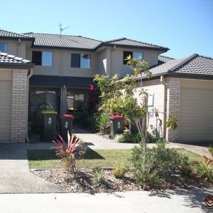 Rent this 3 bed townhouse on Tweed Heads South